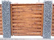Деревянные заборы с применением габионов