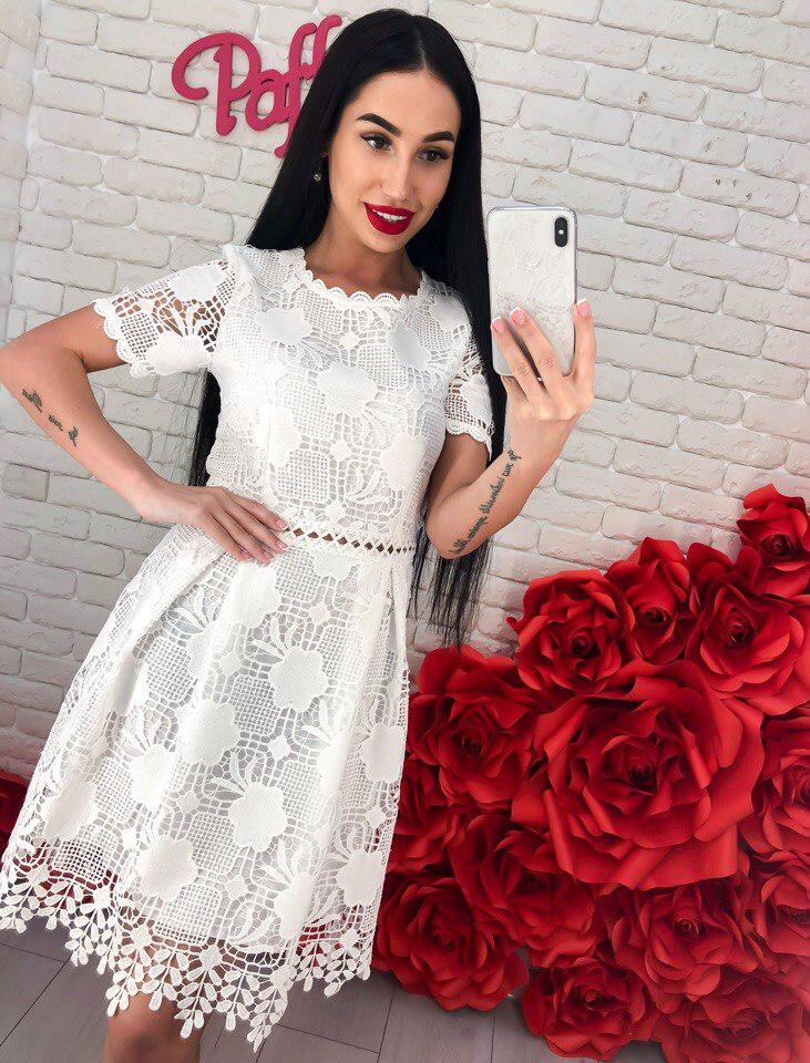 Очень красивое и необыкновенно нежное платье из гипюра