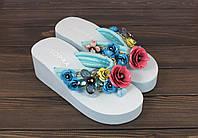 Голубые женские шлепанцы на танкетке с цветами, фото 1