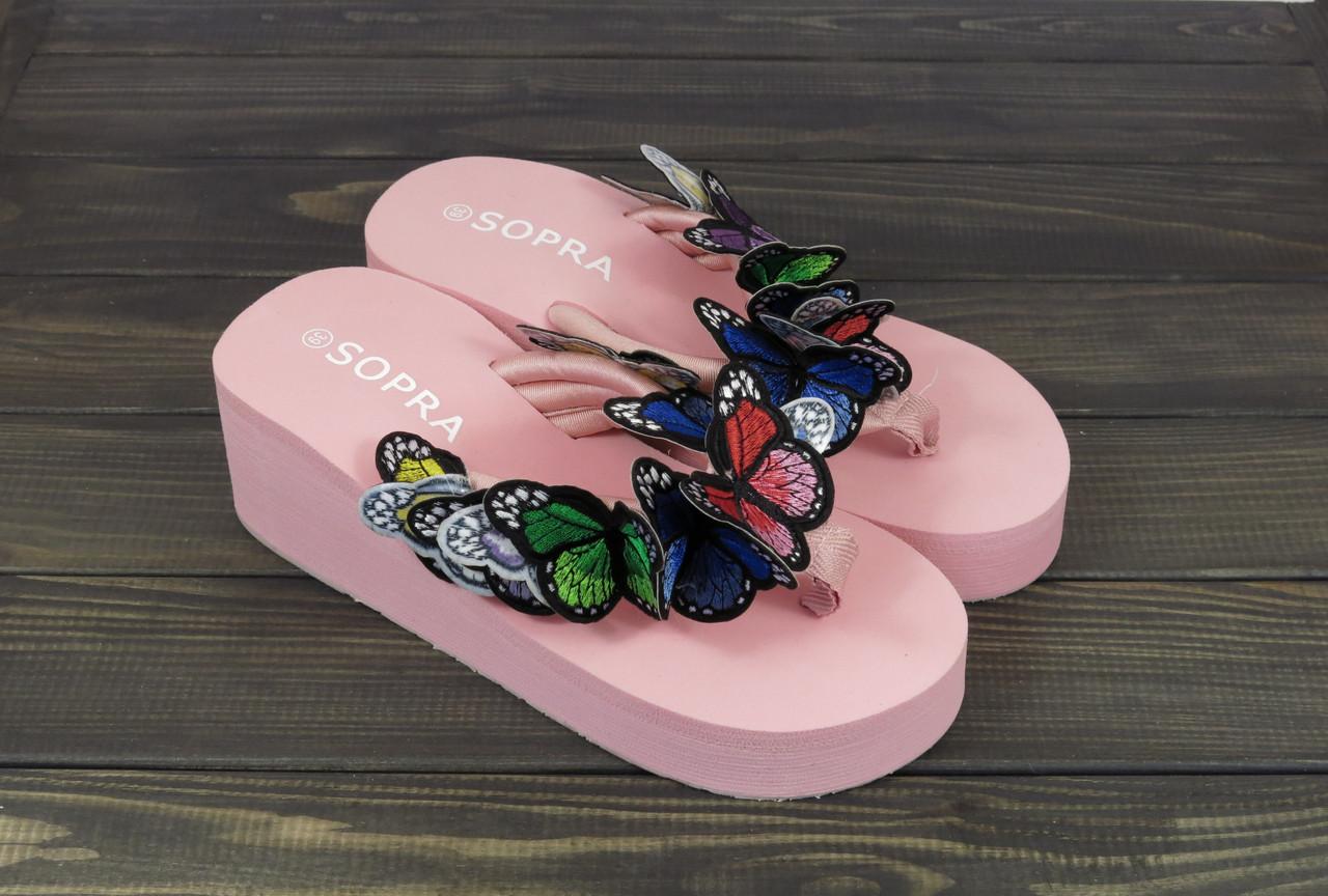 Женские розовые летние шлепанцы на танкетке с бабочками , фото 1