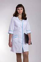 Женский медицинский белый халат с голубой окантовкой