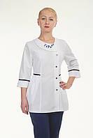 Медицинский женский костюм комбинированый белый с темно синими штанами с вышивкой
