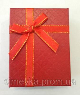 Коробочка подарункова з червоним бантиком 7 см * 9 см.
