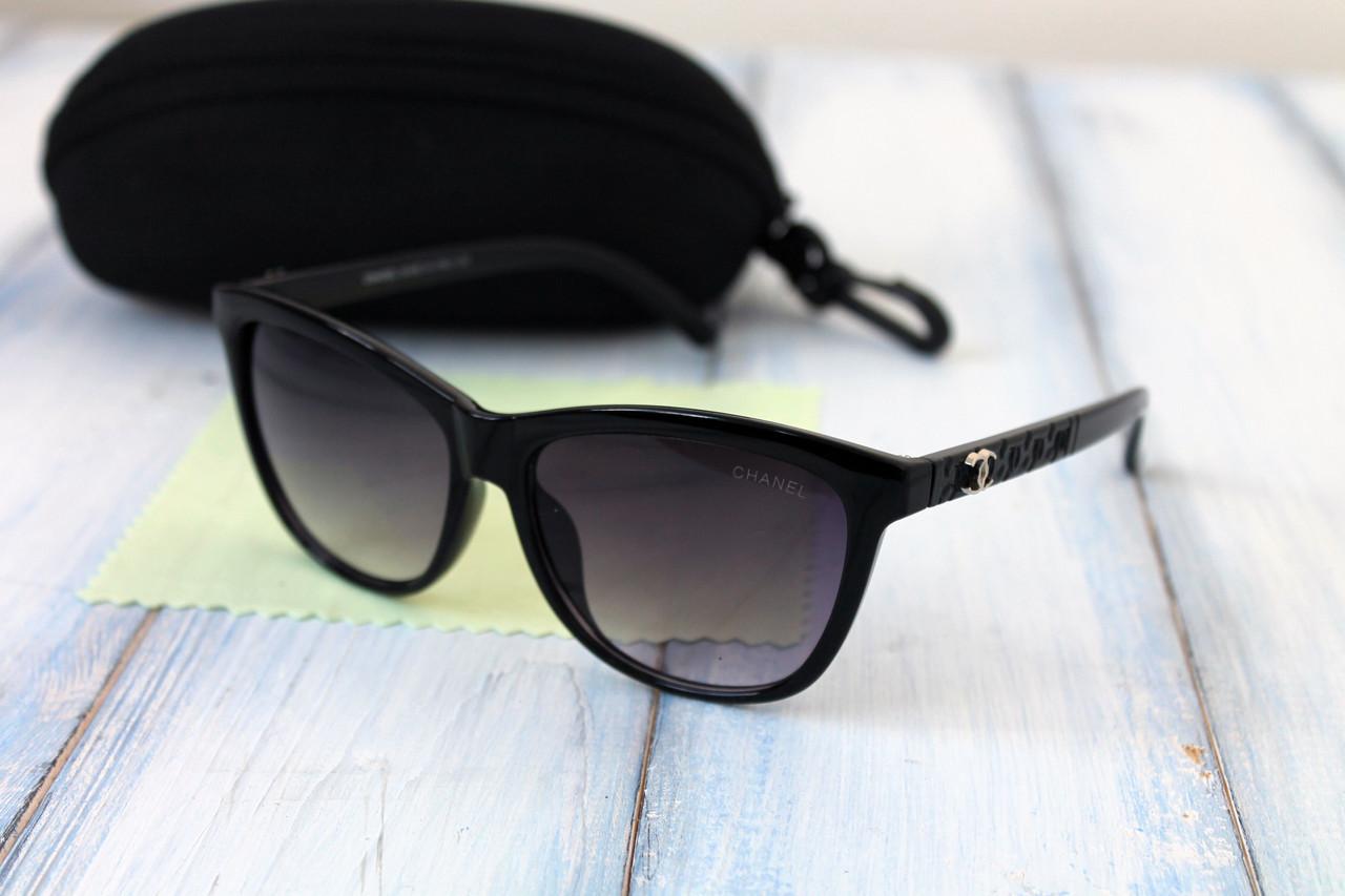 Солнцезащитные женские очки с футляром F7212-2