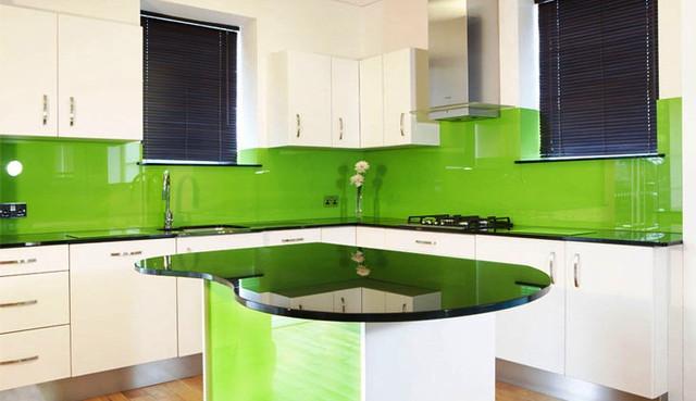 однотонный-стеклянный-зеленый-фартук