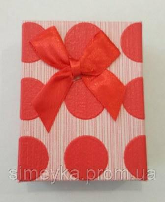 Коробочка подарункова в горохи з червоним бантиком 7 см * 9 см.