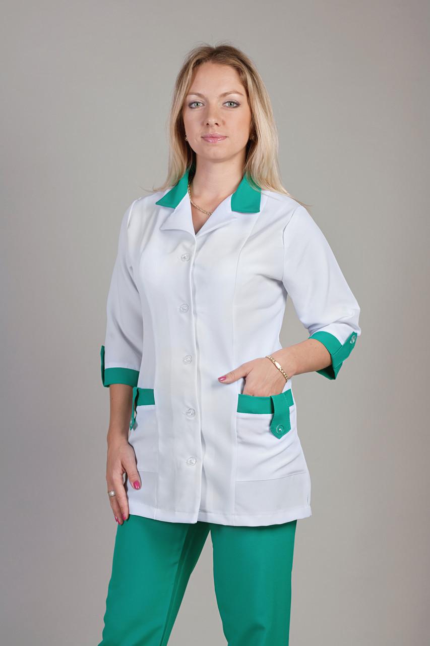 Медицинский женский костюм комбинированный с зелеными штанами