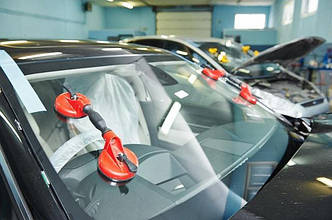 Установка лобового стекла на автомобиль