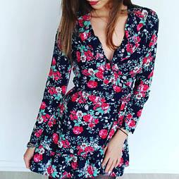Женское черное платье в цветочки