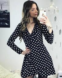 Женское черное платье в горошек с запахом