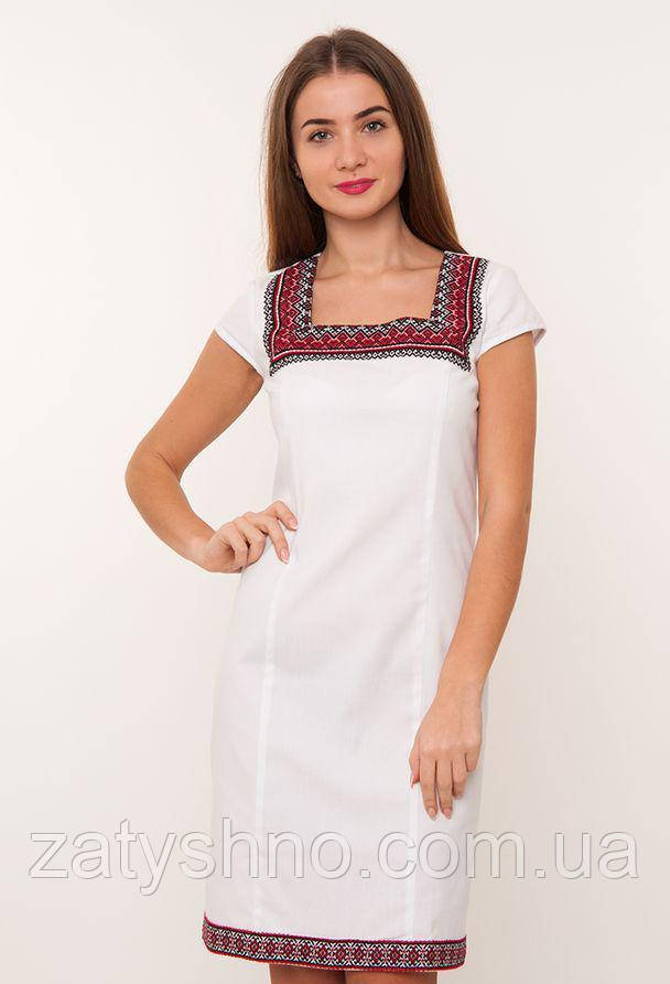 Белое платья вышиванка до колен