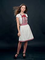 Белое вышитое платья с коротким рукавом
