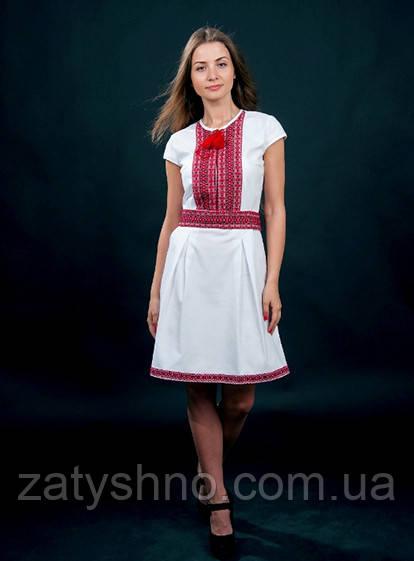 Вишите плаття з червоною вишивкою біле