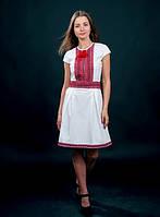 Вышитое платья с красной вышивкой белое