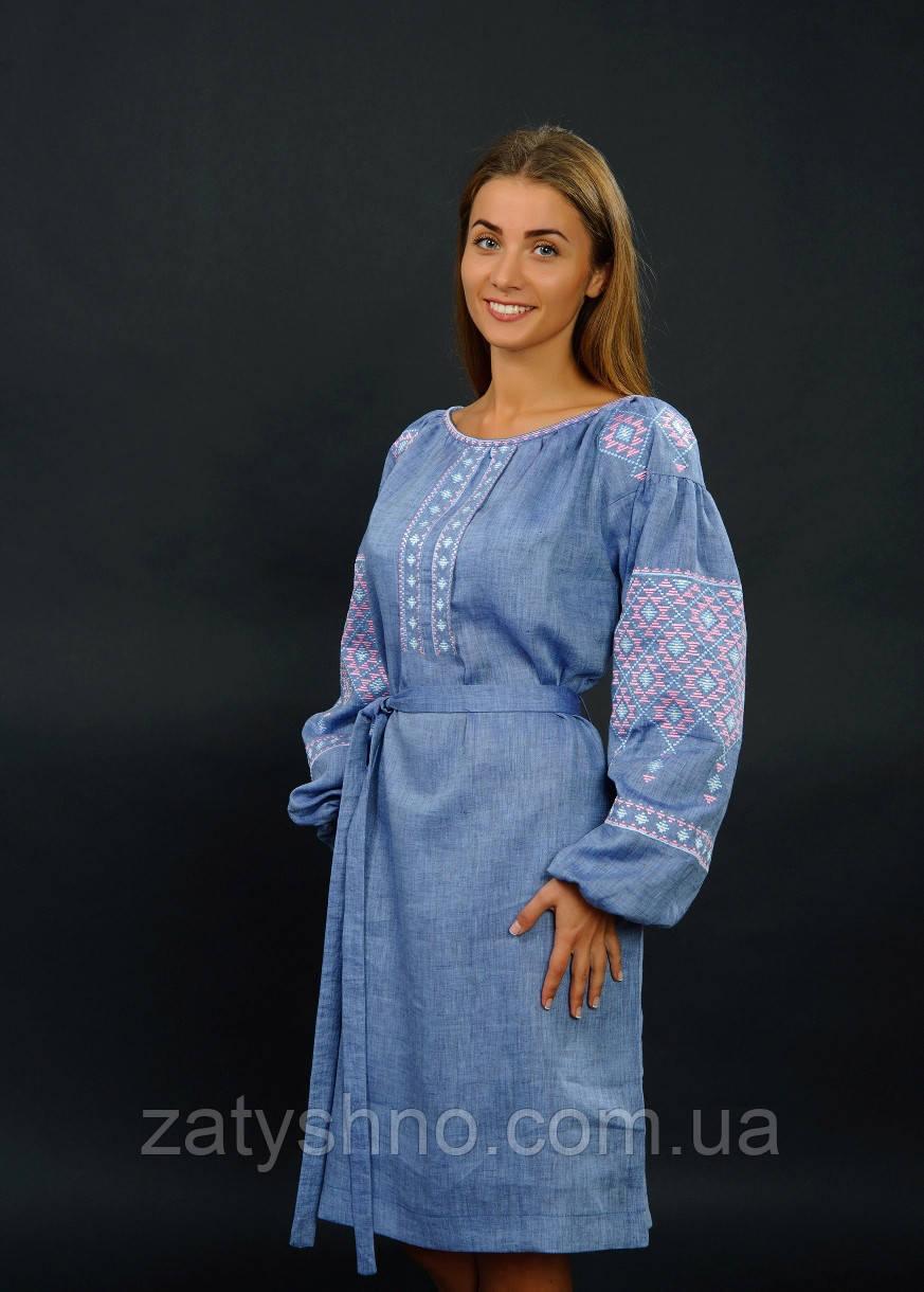 Нарядное вышитое платья с поясом
