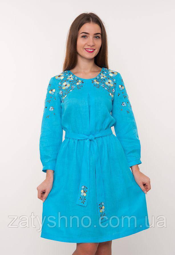 Голубое вышитое платья до колен