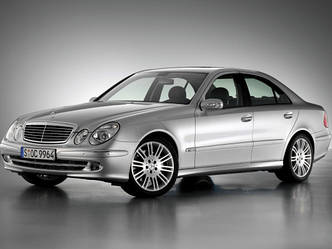 Лобовое стекло Mercedes Е-Класс 211 Avantgarde, оригинал, датчик, Pilkington, б/у