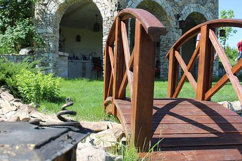 Деревянный декоративный мостик