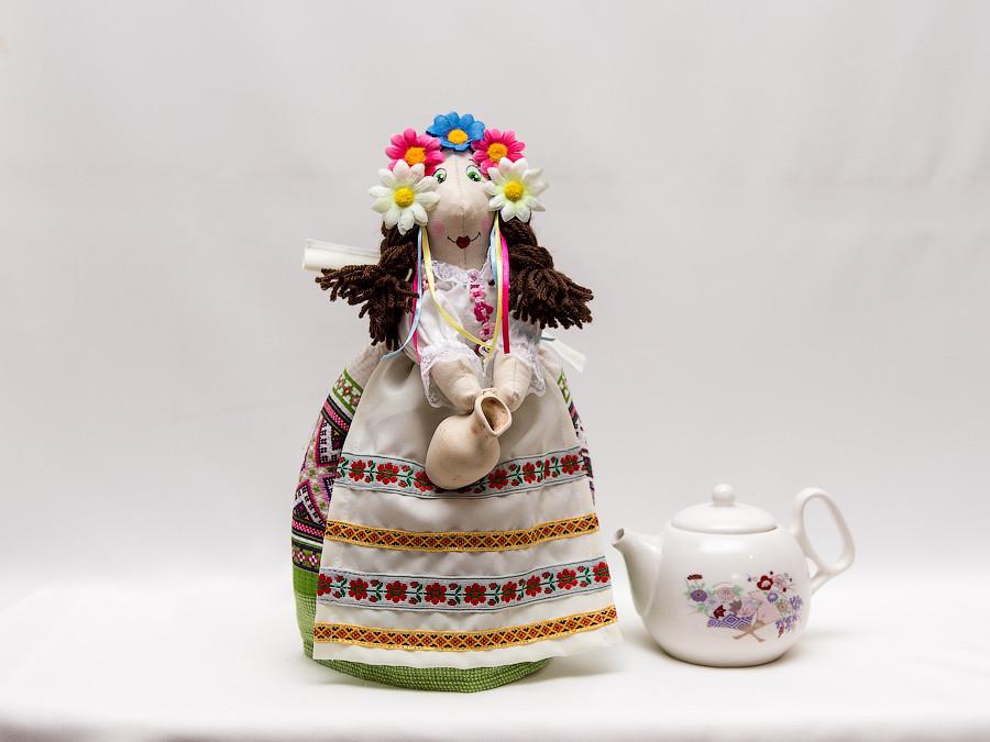 Грелка на заварник  украинка в венке