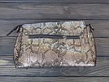 Женская замшевая сумка под рептилию черно-золотистого цвета, фото 2