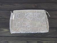 Женская замшевая сумка под рептилию бежево-золотистого цвета, фото 1