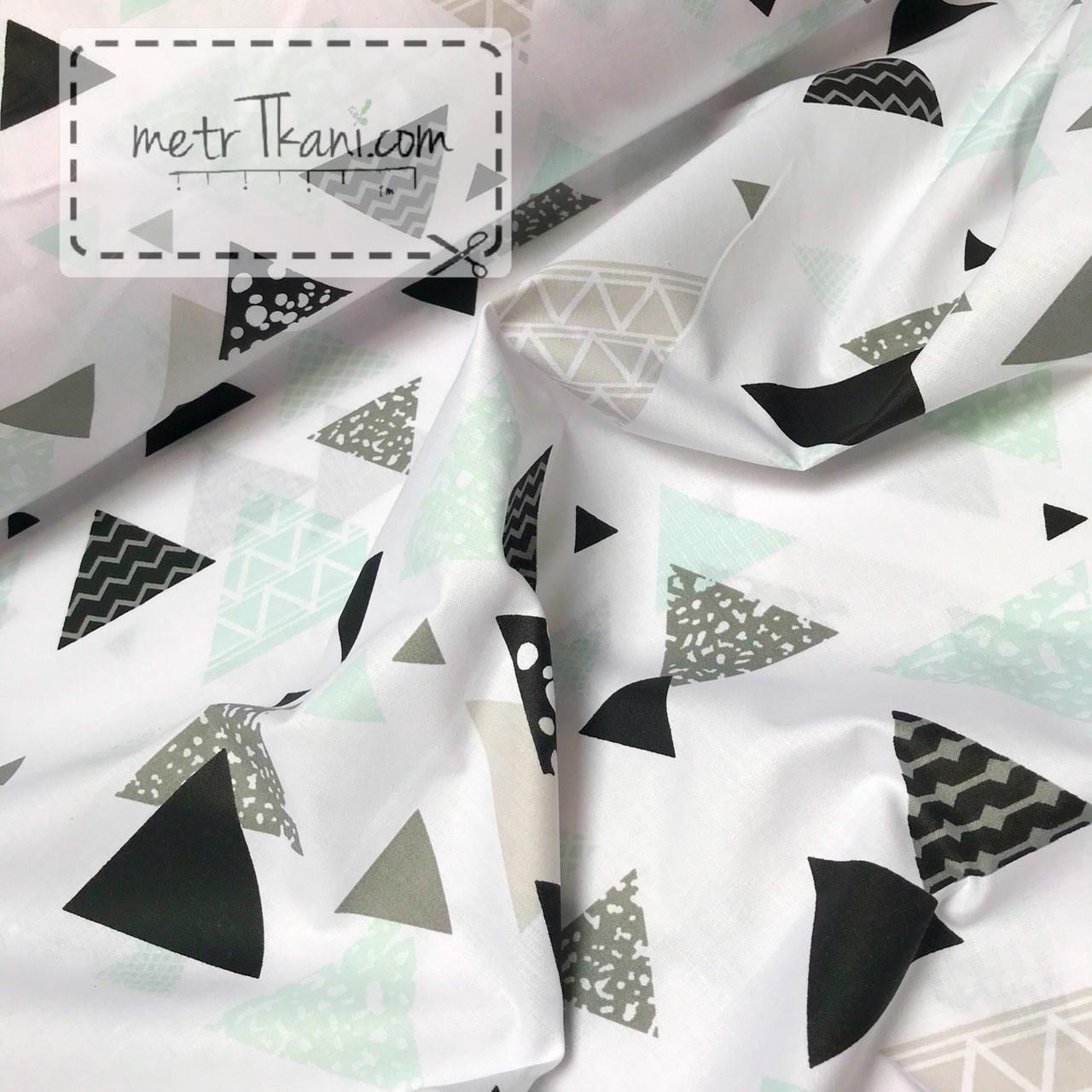 """Ткань хлопковая  """"Треугольники с узором""""  светло-мятные и чёрные на белом №1037"""