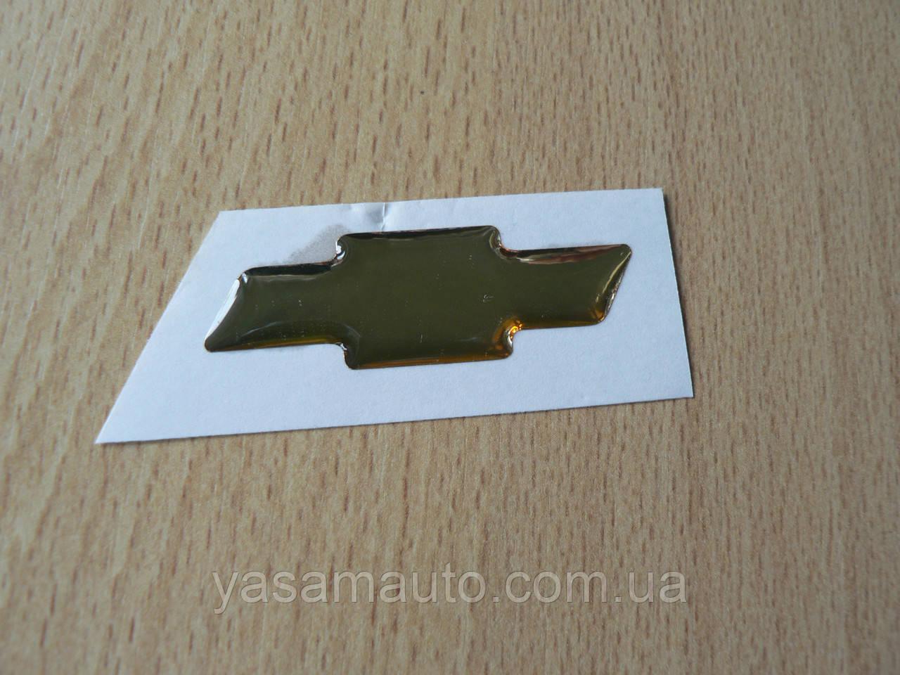 Наклейка s вставка в эмблему Chevrolet на руль крестик 44х14.5мм силиконовая золотистая эмблема авто Шевролет