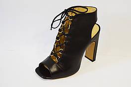Босоножки черные кожаные на высоком каблуке Lottini