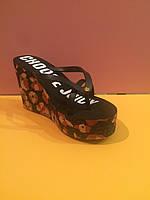Черные шлепанцы Juicy Couture (Джуси Кутюр) с цветами , копия