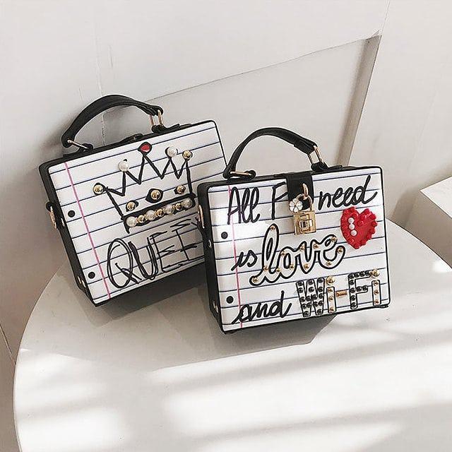Каркасная сумочка с заклепками