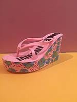 Розовые шлепанцы Juicy Couture (Джуси Кутюр) с цветами , копия