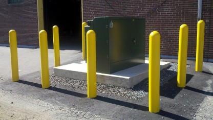 столб для защиты оборудования