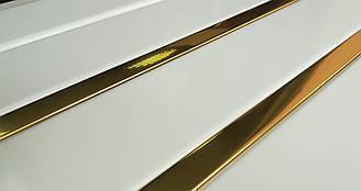 Реечный потолок белый c золотой зеркальной вставкой м2