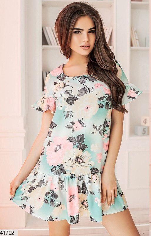 Модное платье короткое с рюшами полуприталенное цветное лен