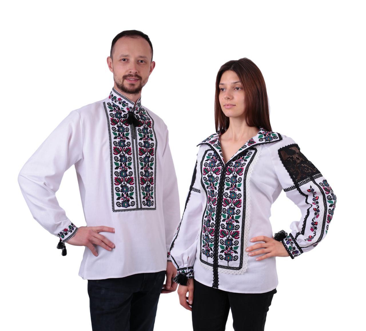 Пара вишиванок білого кольору з квітковим орнаментом з машинною вишивкою