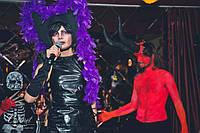 Ведущая в клубе на Хеллоуин