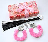 Набор для взрослых наручники и плетка в подарочной упаковке., фото 1