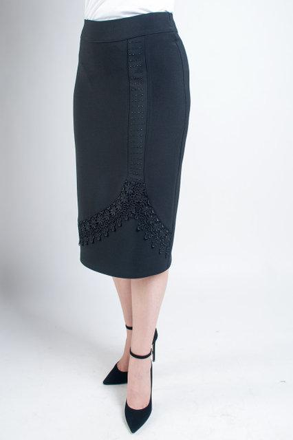 Нарядная черная юбка-миди увеличенных размеров, с кружевом и стразами