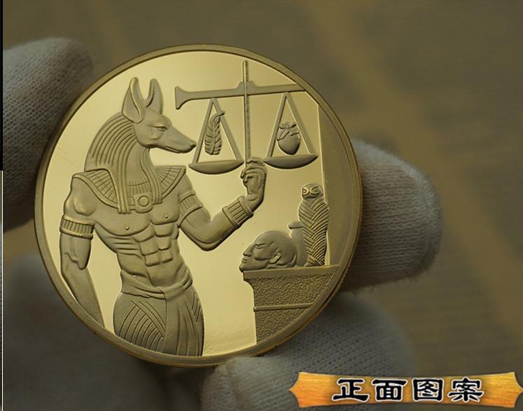 Памятная монета в кошелек Египетский бог Анубис. золотой