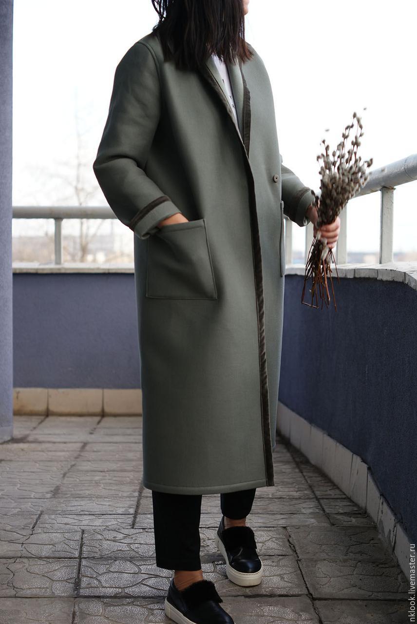 Женское демисезонное пальто с отделкой из бархата. Жіноче демісезонне пальто з обробкою з оксамиту.