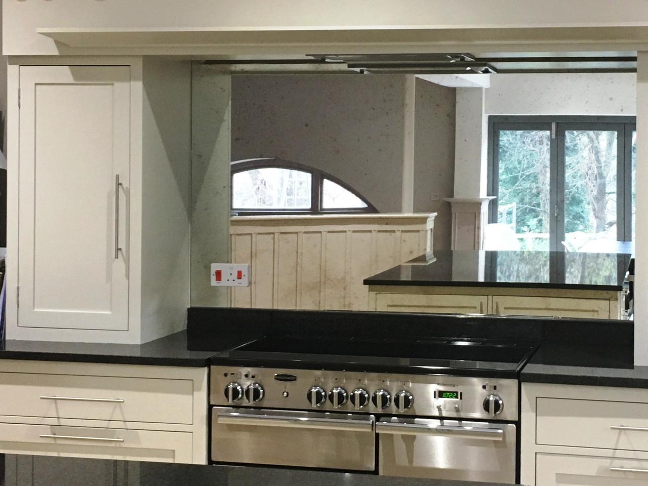 Зеркальный фартук для кухни - серебро
