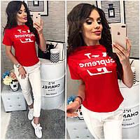 Модная красная женская футболка