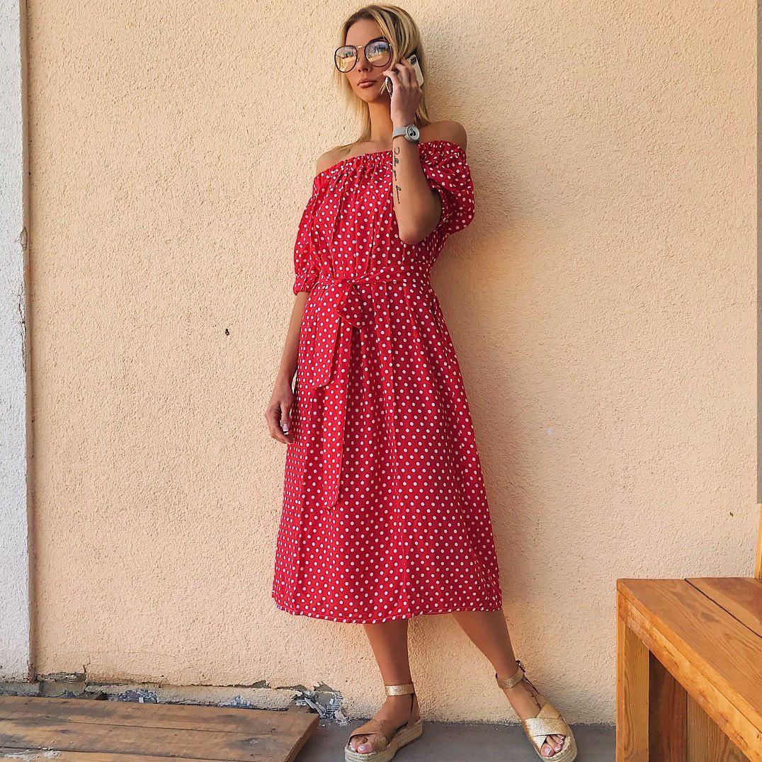 90d48d9003b Летнее Платье в Горох с Поясом и Открытыми Плечами — в Категории