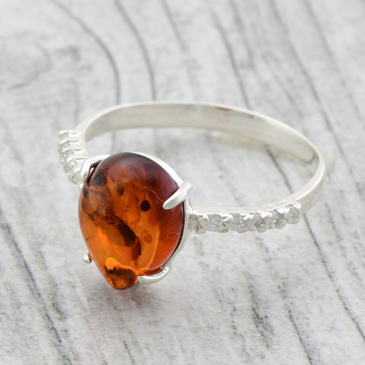 """Серебряное кольцо """"Капля солнца"""", вставка искусственный янтарь, вес 2.8 г, размер 17.5"""