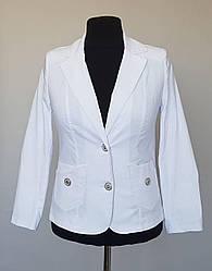 Женский белый пиджак с отложным воротником (48-58 р)