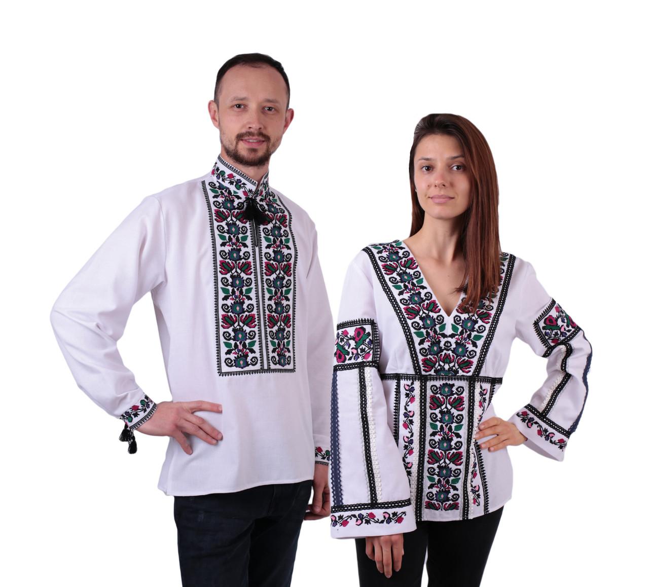 Пара вишиванок білого кольору з квітковим кольоровим орнаментом з машинною вишивкою