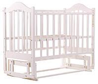 Кроватка белая детская для новорожденных Babyroom Дина маятниковый механизм опускающаяся стенка 3 уровня дна