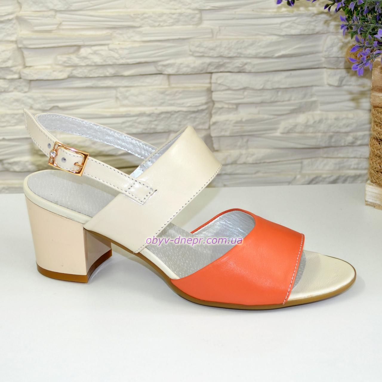 Женские босоножки на невысоком каблуке, цвет коралл/беж