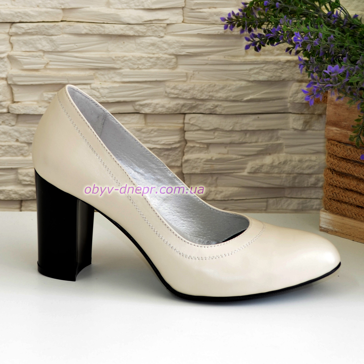 Туфли кожаные женские на устойчивом высоком каблуке, цвет бежевый