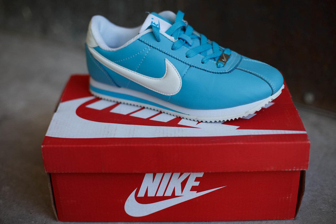 Женские кроссовки Nike